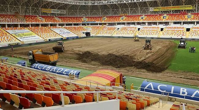 Stadyum Zemini Sil Baştan Yenileniyor